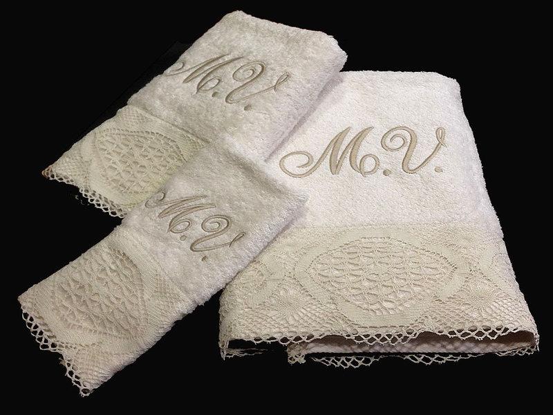 Cortinas De Baño Bordadas A Maquina:Juego de toallas con puntillas de estilo bolillos confeccionada a
