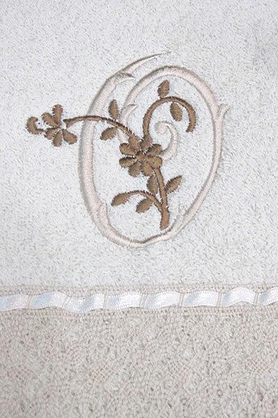 Cortinas De Baño Bordadas A Maquina: de rizo americano, con puntillas de bolillos y letras bordadas a