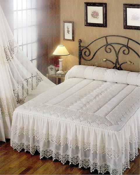 Edred n rom ntico con volantes y puntillas for Colchas para camas de 150 con canape